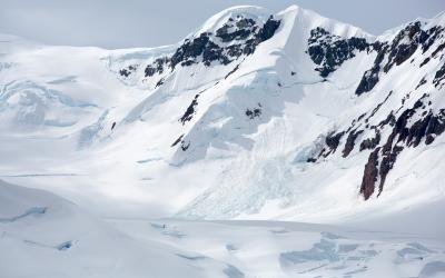 Antarktida - tiché drama padající laviny