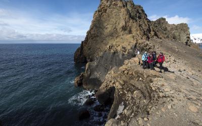 Deception Island - pohled přes Drakeův průliv na sever