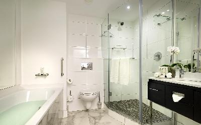 comm_executive_room_bathroom