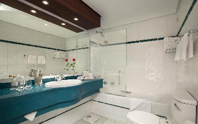 comm_luxury_standard_bathroom_2