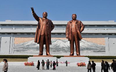 Severná Kórea   Pchjongjang_Mansudae Grand Monument