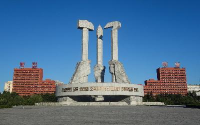 Severná Kórea   Pchjongjang_Monument to Party Founding