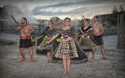 Nový Zéland   Whakarewarewa_Maori