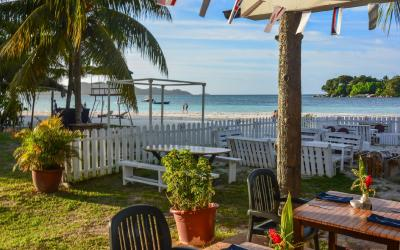 Berjaya-Praslin-Resort-Pizzeria Restaurant Beach Front Seating