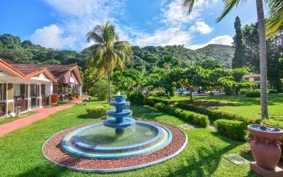 Berjaya-Praslin-Resort-Resort Entrance Fountain