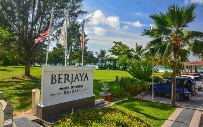 Berjaya-Praslin-Resort-Resort Entrance Sign