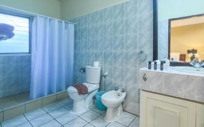 Berjaya-Praslin-Resort-Standard Room Bathroom