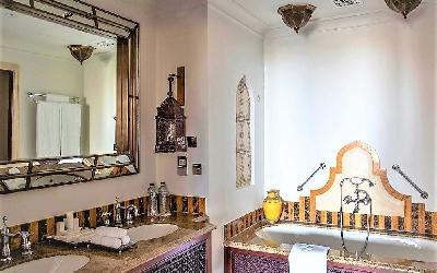 Arabian Deluxe Room Bathroom