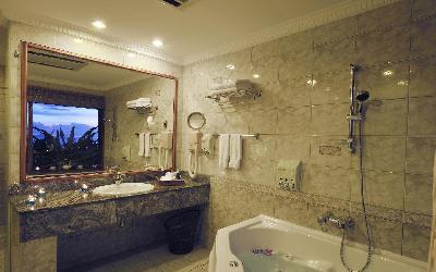 Two Bedroom Overwater Suite Bathroom