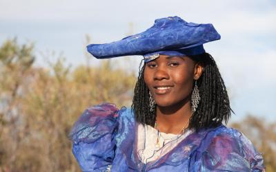 Namibie | Okahandja - žena kmene Herero